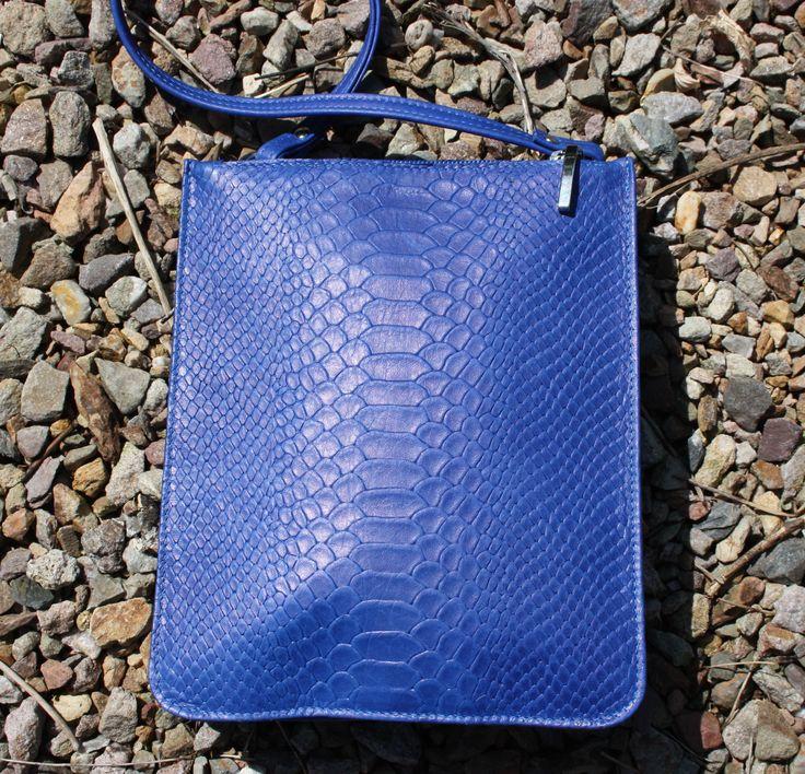 schoudertasje kobaltblauw door BIKKSLederwaren op Etsy