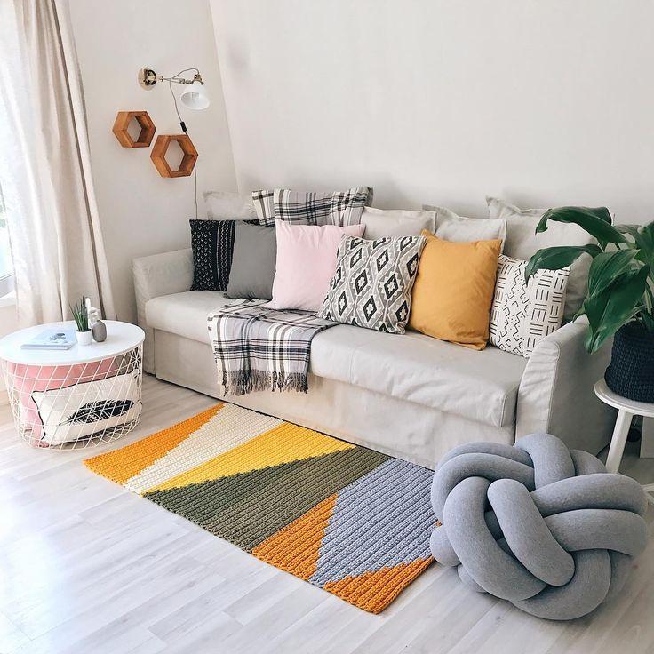 48 отметок «Нравится», 3 комментариев — Таня   ковры пуфы корзины (@kronastore) в Instagram: «Даже если неделя началась совершенно не так, как вам хотелось, и с самого начала все пошло…»