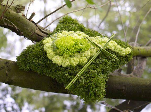 Trauerfloristik: Trauerkissen im Natur-Look