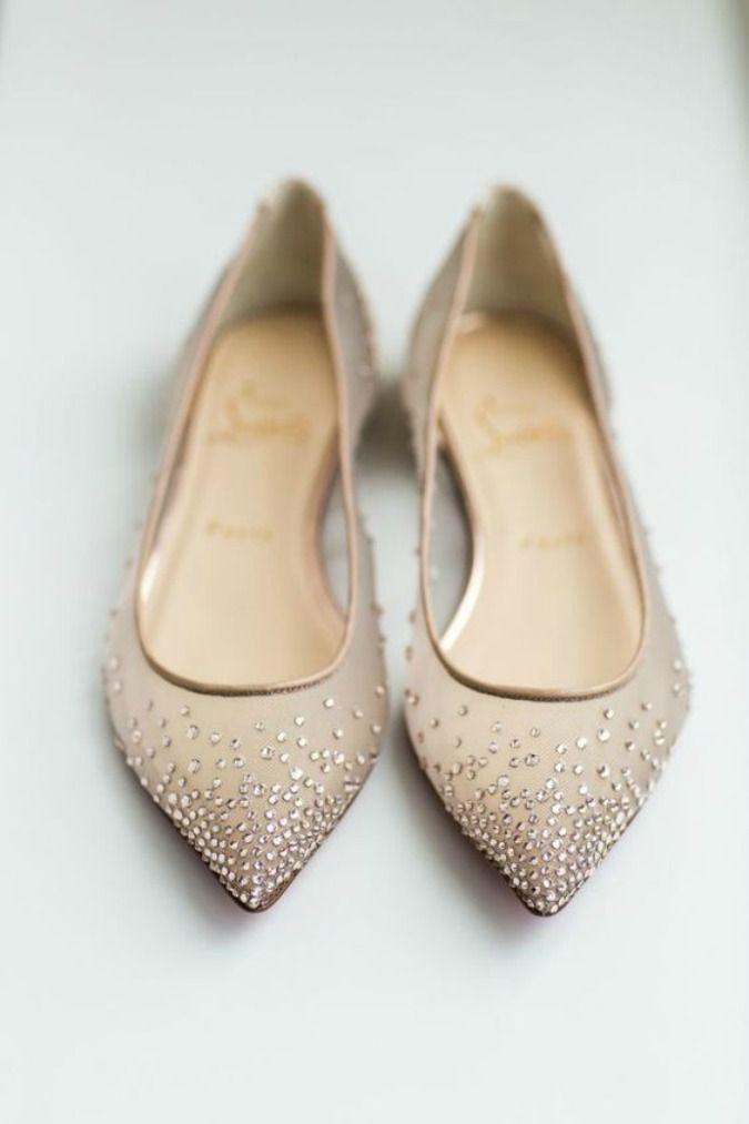 Estar cómoda y radiante en tu boda es posible con esta selección de zapatos de novia planos. ¿Vas a ser tú una de ellas? ¡Descúbrelos!