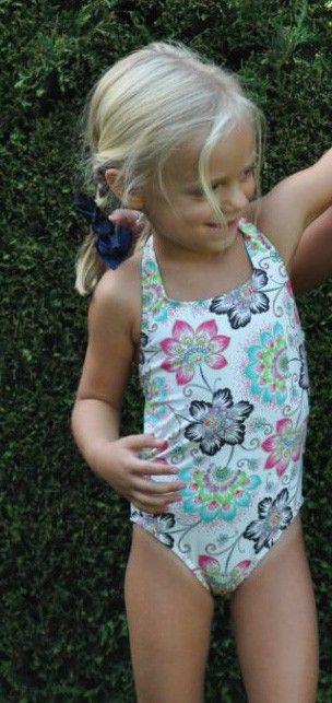 Bañador niña estampado fondo blanco tirante cuello