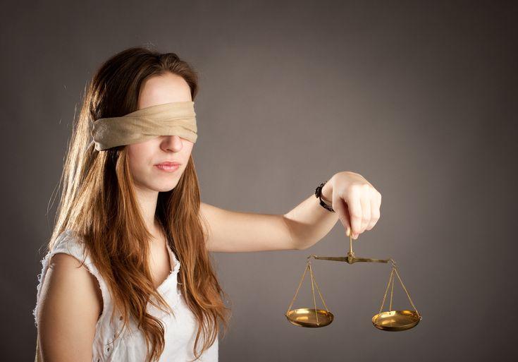 La mediazione familiare è un intervento atto a gestire la relazione tra te e il tuo compagno/marito in caso di conflitto, separazione o divorzio.  Il mediatore familiare vi aiuta a parlare senza litigare, affinchè la separazione avvenga nel modo migliore possibile per tutti e due.  Il mediatore vi aiuta a prendere decisioni insieme ed a comunicare. Te la consiglio se hai deciso di separarti e, prima di andare davanti ad un giudice, vorresti metterti d'accordo con tuo marito nel modo…