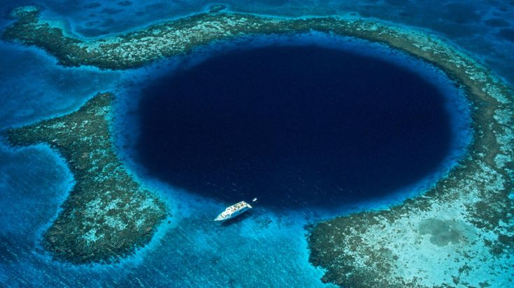 Ambergris Caye: The Great Blue Hole.