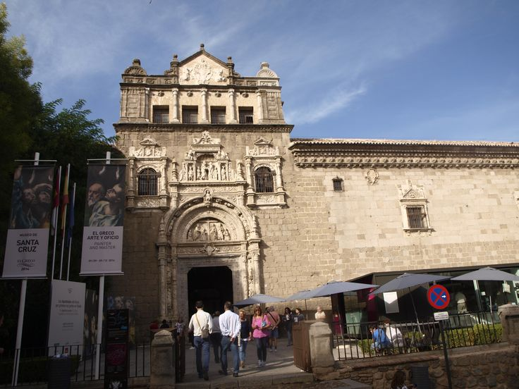 Museo Santa Cruz- El Museo de Santa Cruz se sitúa en un antiguo hospital que data de finales del siglo XV y primeros años del siglo XVI,  es una de las obras maestras del Renacimiento español. Su portada o su escalera del claustro, obra del arquitecto Alonso de Covarrubias, justifica por si mismo su visita.
