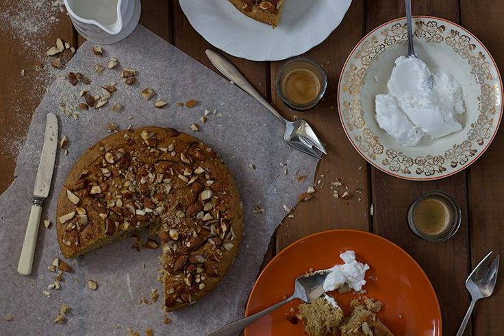 I make this apple & almond breakfast cake by jessica cox in a bread pan and freeze it pre-cut into slices. In the morning I defrost a couple of slices and have it with berries and greek yoghurt.