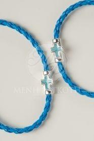 Μαρτυρικά βάπτισης δερμάτινο πλεκτό βραχιόλι μπλε ρουά χρώμα με περαστό σταυρό σε σιελ χρώμα