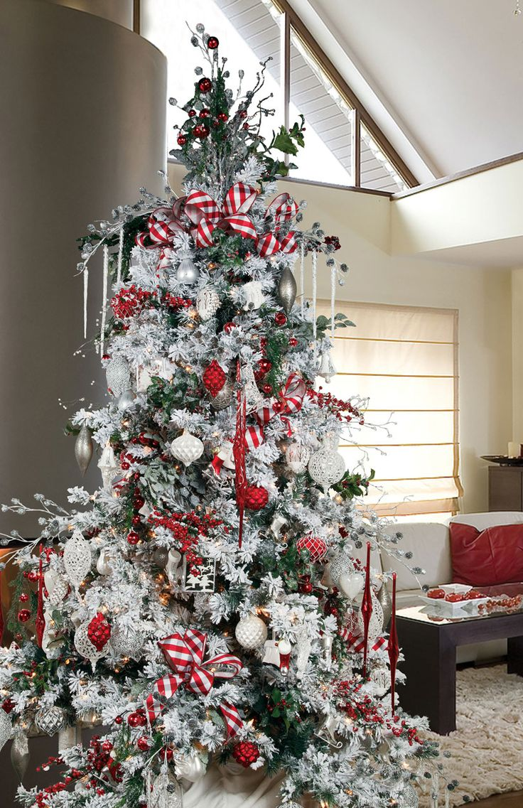 Non traditional christmas tree ideas - Red White On A Green Tree How To Create A Stunning Christmas Tree