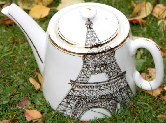 upcycled Eiffel Tower tea pot. I can't believe this was drawn by hand!