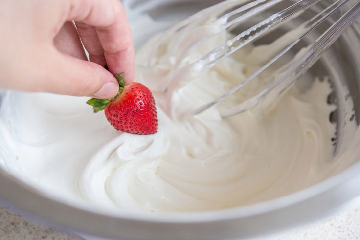 Homemade Whipped Cream 4 Ways http://thepioneerwoman.com/food-and-friends/4-ways-to-make-whipped-cream/