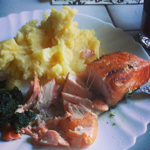 Finom nyami 😀 🍛 #mutimiteszel #lazac #paraj #krumplipüré #salmon #spinach #potatopuree #foodstagram