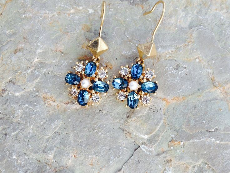 These pretty earrings are perfect for the holidays!