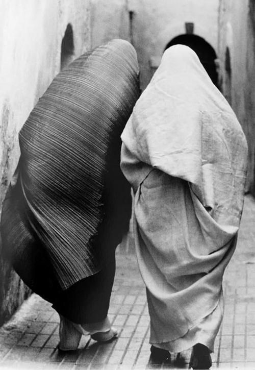 Inspiration Images for Subtraction Pattern Cutting | The Cutting Class. Pleats please, Issey Miyake, 1989 photographed by Tatsuo Masubuchi via Pinterest.