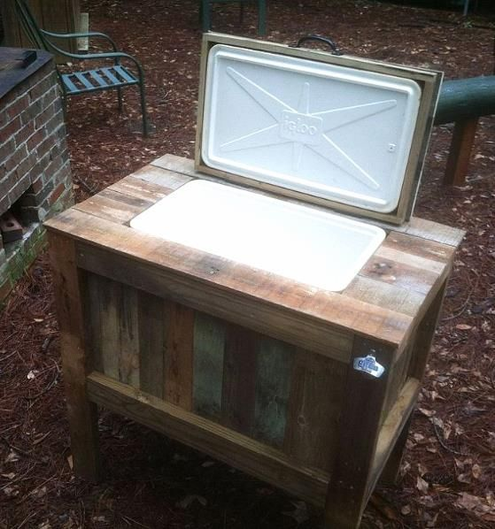 DIY Rustic Pallet Cooler! More pallet patio, gardening, DIY furniture ideas and inspiration at http://pinterest.com/wineinajug/passion-for-pallets/