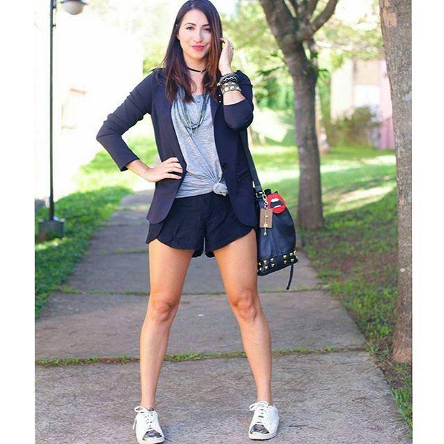 Hoje é sexta então a gente ataca de #fbf. 😂 Tá friozinho ⛄ mas o final de semana está chegando e dá para se inspirar neste look fofo da Fran @franmissmae com bijus @carolgregori e tênis @bloganamello . Nós amamos e vocês? ❤👏👸 #elausacarolgregori #colar #pulseiras #anel #moda #tendencia #inspiracao #blogger #look #inspiration #necklace #bracelet #ring #fashion #trend #instablogger #instalook #instafashion