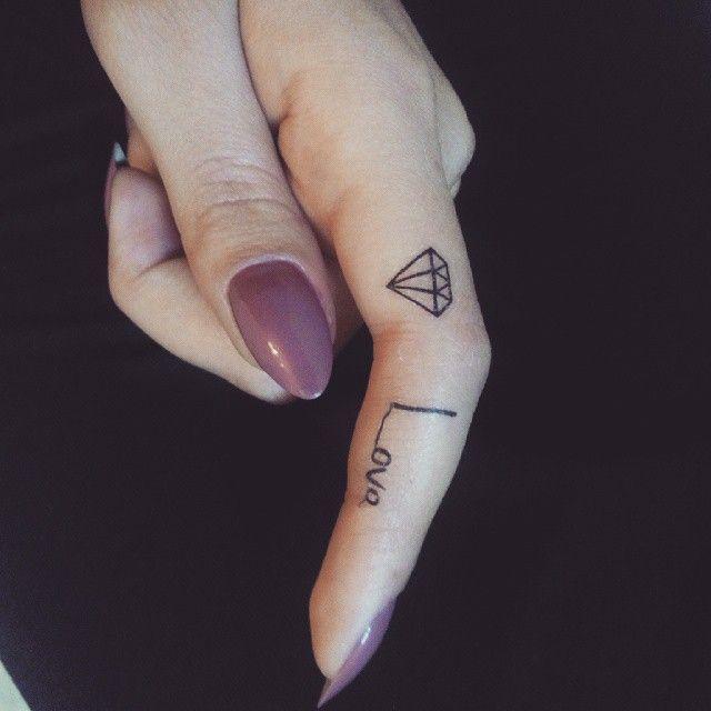 Tatuagem de Diamante |  Minimalista no Dedo