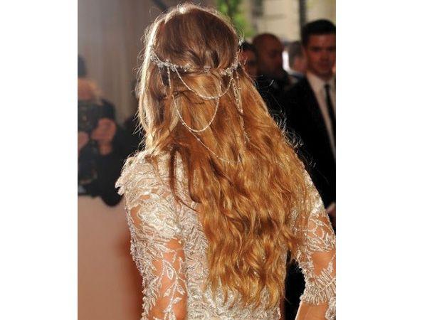 Tocado novia cabello suelto hippie