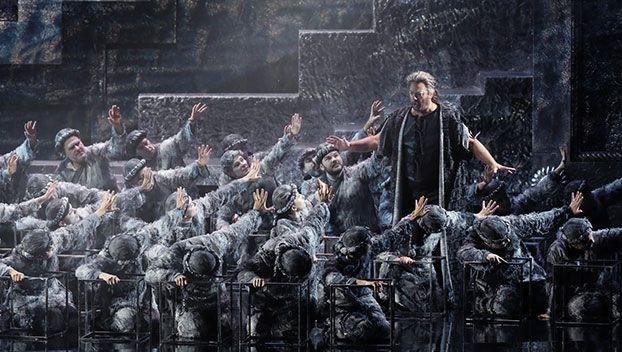 Gregory Kunde (Sansone) e il Coro del Teatro Regio