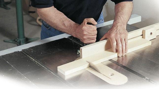 Il est primordial que les pièces tronçonnées d'un projet aient précisément la même longueur. La fabrication d'un guide de tronçonnage s'impose alors.
