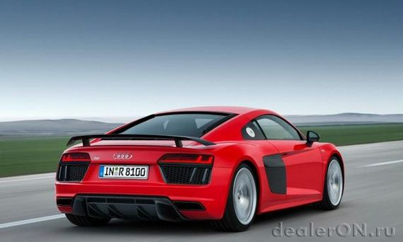Суперкар Ауди R8 / Audi R8 второго поколения – вид сзади сбоку