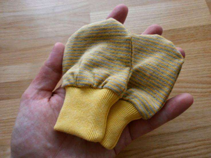 edeltraud mit punkten baby handschuhe sewing baby stuff pinterest baby handschuhe. Black Bedroom Furniture Sets. Home Design Ideas