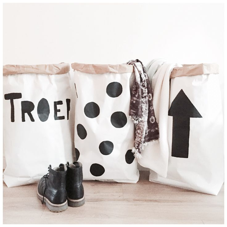 Paperbags XXL CarlijnQ.nl Black and White Interior. Storage bags
