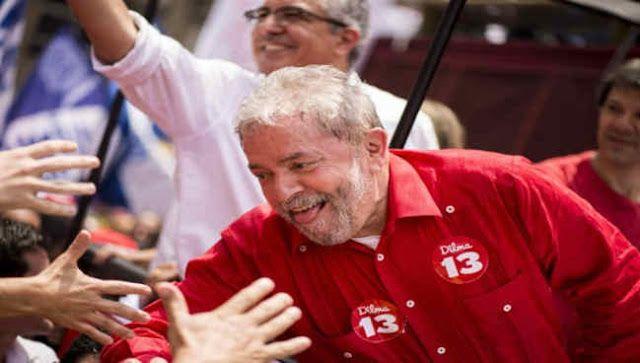 BRASIL: LULA SE PERFILA COMO FAVORITO PARA LAS ELECCIONES PRESIDENCIALES DE 2018   Pese al golpe y al ataque mediático el expresidente mantiene el primer lugar en intención de voto Aunque la campaña mediática en su contra y el golpe contra la presidenta Dilma Rousseff sigan su curso el expresidente Lula Da Silva lidera todas las proyecciones de intención de voto para las elecciones presidenciales de 2018 de acuerdo con una encuesta publicada en Brasil. En los últimos meses Lula ha…