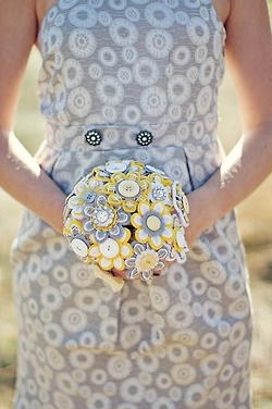 BEAUTIFUL button wedding bouquet. Great for DIY Wedding shower or Bachelorette Party project. What a great keepsake and very green minded!