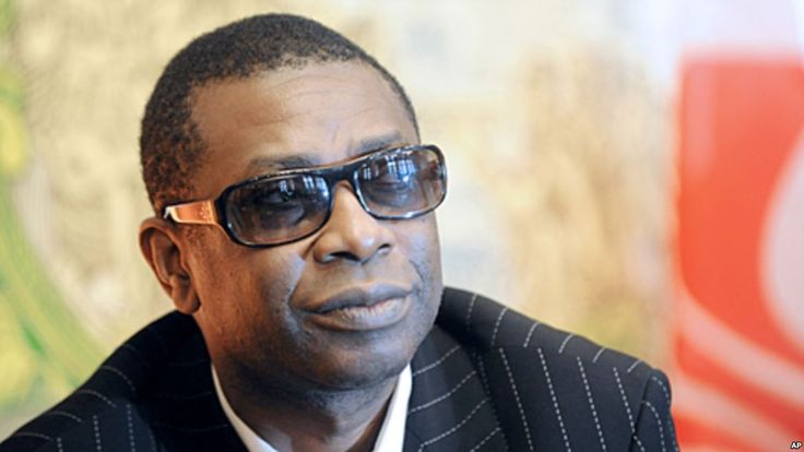"""Ablaye Mbaye, jeune chanteur sénégalais populaire dans son pays et connu également en Afrique, est décédé lundi à Dakar à la suite d'un malaise en studio, a indiqué à l'AFP un de ses proches, la star Youssou Ndour déplorant sur Twitter la perte d'""""un petit frère""""."""