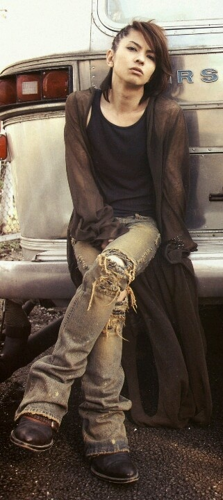 I LOVE this Hyde picture! ^^