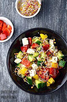 szybka chrupiąca sałatka z kiełkami i serem feta