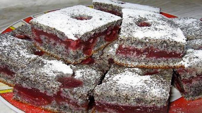 Úžasně kyprý a vláčný makový koláč vůbec nemusí být obyčejný. Většinou o makových buchtách slýcháme, že jsou suché, drolí se a jsou nic moc. Svědčí o tom i to, že z plechu nezmizí během mrknutí oka tak, jako některé jiné pochoutky. Avšak po přečtení a vyzkoušení dnešního receptu, budete muset tuto makovou buchtu s marmeládou …