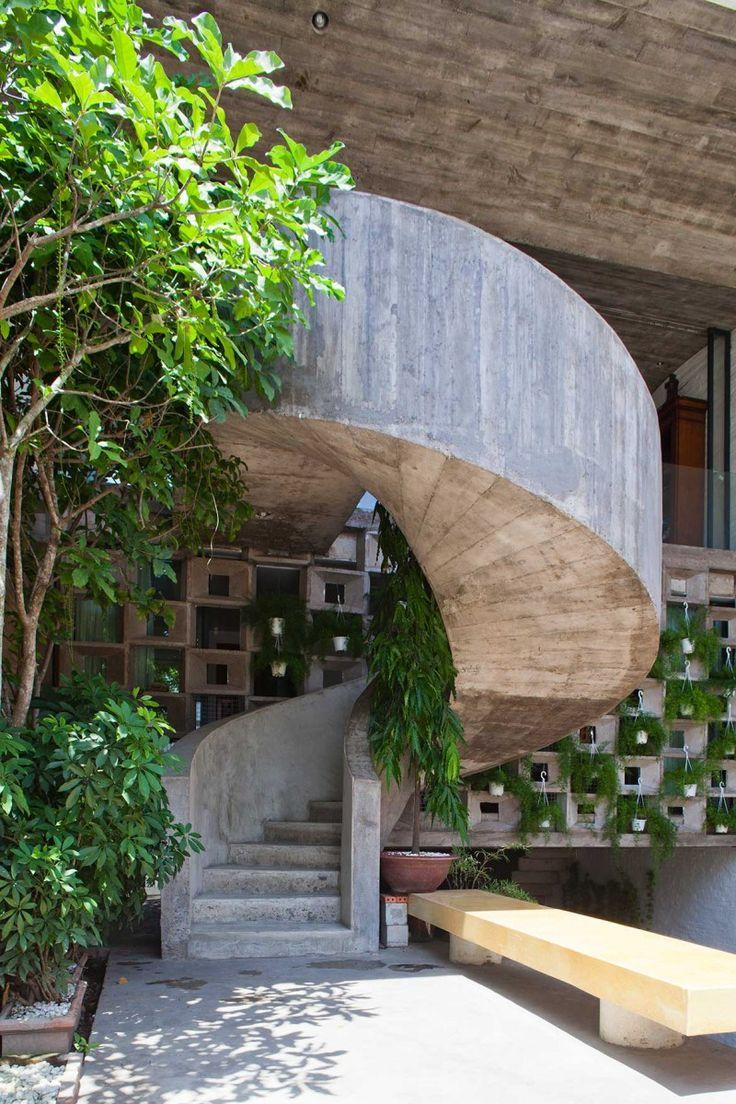 Binh Thanh House NISHIZAWAARCHITECTS staircase