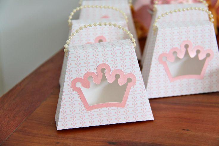 Carruagem. Princesa. Princess. coroa. festa princesa lacosdourados.blogspot.com.br Instagram: @atelielacosdourados