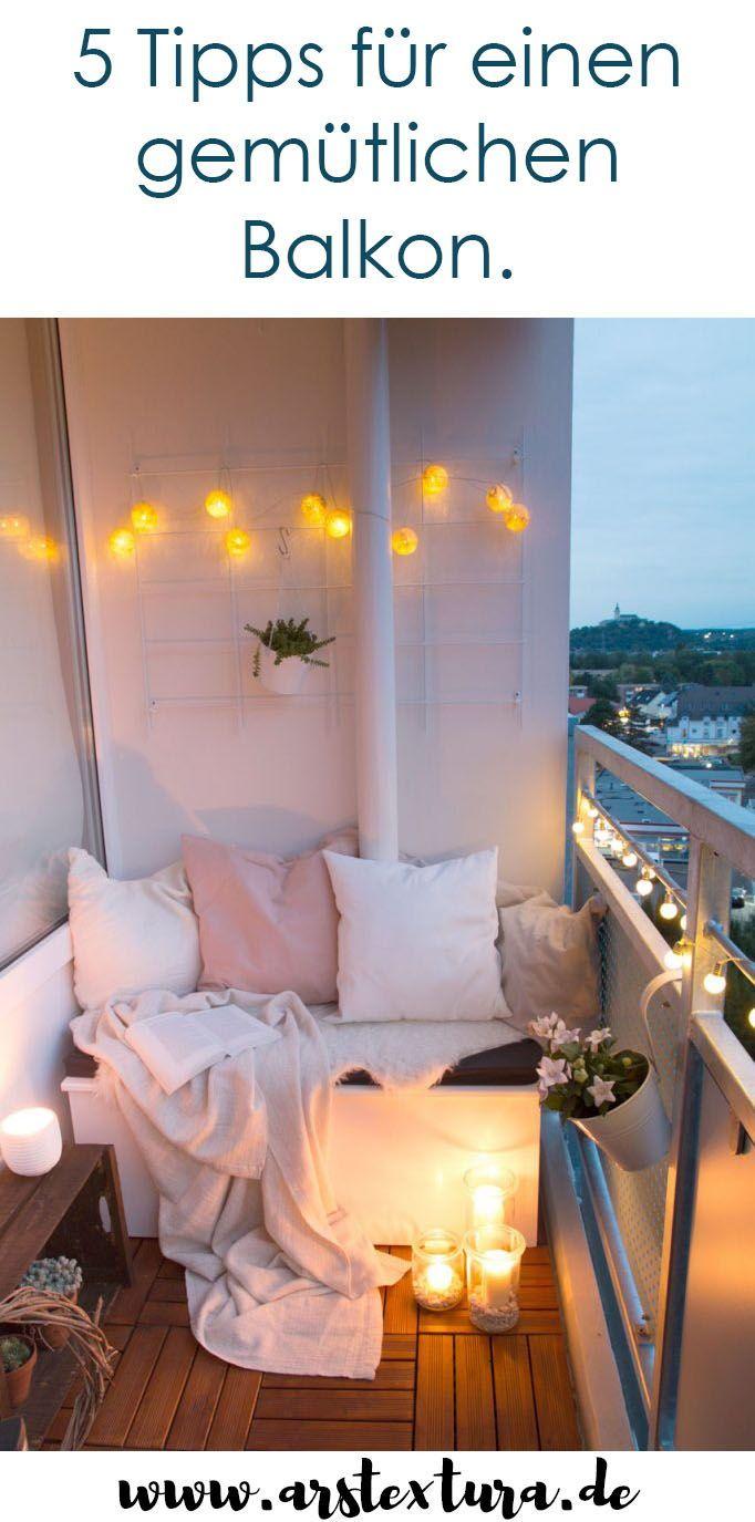 5 Tipps für einen gemütlichen Balkon: Balkon Ideen, Balkon Pflanzen, Balkon Bodenbelag, Balkon Dekoration und Balkon Beleuchtung. Tolle Tipps für Ordnung auf einem kleinen Balkon mit Sitzecke