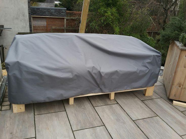 Wetterfester Stoff für die Abdeckung. Mit Druckknöpfen befestigt!