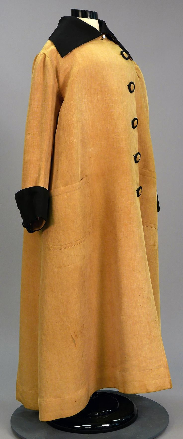 """Driving coat or """"duster,"""" 1900/14, United States. University of North Texas / Texas Fashion Collection."""