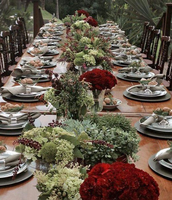 Mesa de almoço de Natal - decoração em verde e vermelho ( Decoração: Enjoy Festas   Flores: Lucia Milan  )