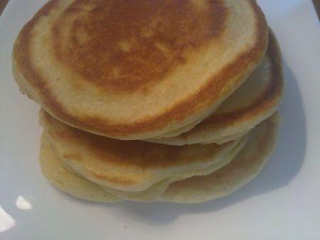 Pancakes salés 40g de farine   1 oeuf  2 cs de crème épaisse  1 cc de levure  1 filet d'huile d'olive (facultatif)