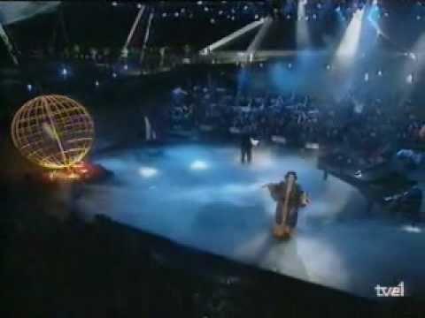 """Actuación de Monserrat Caballé en el Especial """"Los primeros del año"""" de 1992 cantando """"Hijo de la luna"""" del grupo Mecano. Monserrat Caballe's performance on a Spanish tv program in 1992 singing """"Hijo de la luna"""" from the spanish band Mecano"""