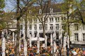 Derlon Hotel Maastricht  Description: Gelegen in het hartje van Maastricht bevindt zich het sfeervolle Derlon Hotel Maastricht om precies te zijn aan het Onze Lieve Vrouweplein dat bekend staat om de mooie Romaanse Onze Lieve Vrouwe basiliek en waar het zomers heerlijk vertoeven is op de gezellige terrasjes. Wanneer u het hotel uit loopt begeeft u zich direct in de sfeervolle winkelstraatjes van Maastricht met volop keuze aan exclusieve boetieks en bekende warenhuizen.Voor een culinaire…