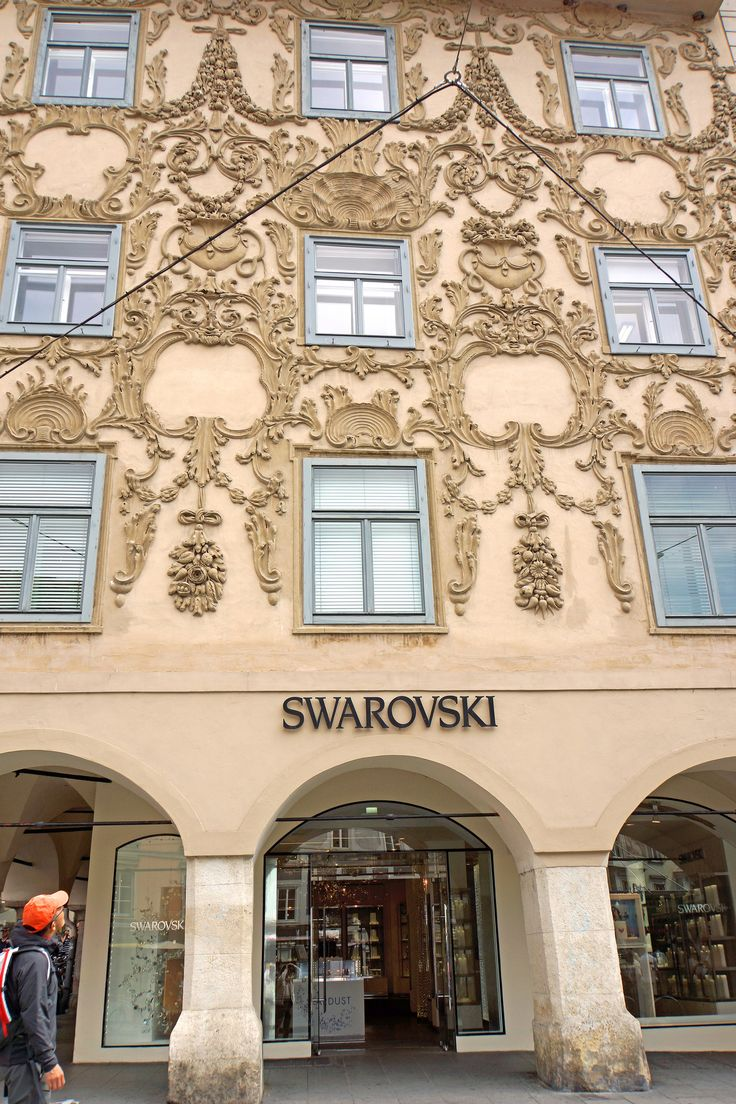 Viena austria swarovski building stucco facade of for Stucco facade
