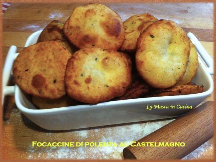 Focaccine di polenta al Castelmagno