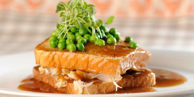 #HotChicken La recette que tout le monde adore pour se débarasser des restes de la dinde de Thanksgiving ou de Noel! Quel délice!