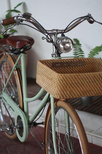 Avocadolite || Thyme #mint #bike w/muji #basket