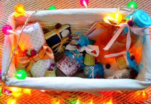 Panier-cadeau de petits cosmétiques faits maison faciles