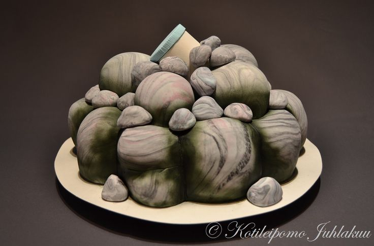 Pile of rocks geocaching cake