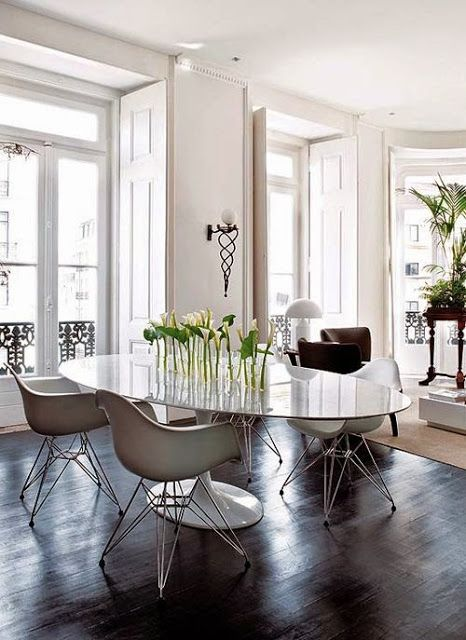 South Shore Decorating Blog: 50 Favorites for Friday (Saarinen Tulip Tables)