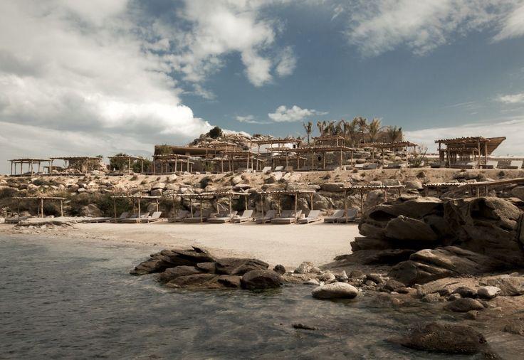 22 Photos Of A Luxurious Mykonos Beach Club With Gorgeous Design | Airows