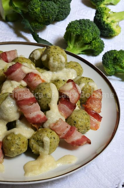 Italian Food - Polpette di broccoli e ricotta con pancetta e fonduta di parmigiano (Broccoli and Ricotta Meatballs with Roasted Bacon and Parmesan Cheese Fondue)