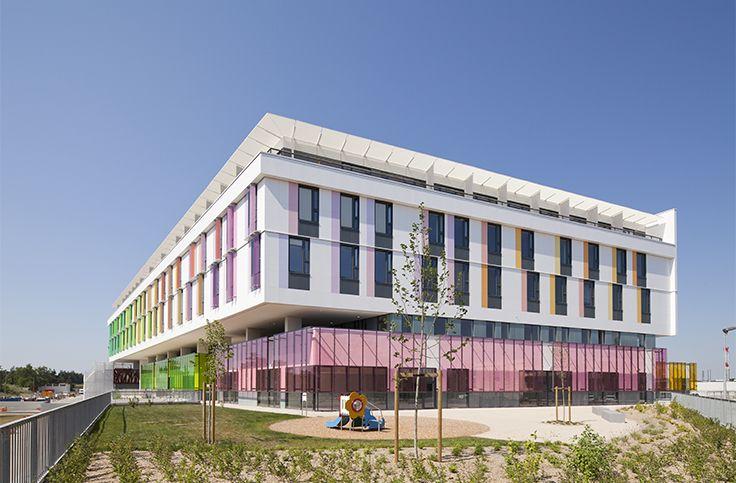 HCR Orléans - Orléans (45) Architecte : Groupe 6, Entreprise : Martifer, Photographe : Mathieu Ducros. Solutions WICONA utilisées : Fenêtres R'Pure Droits Réservés WICONA